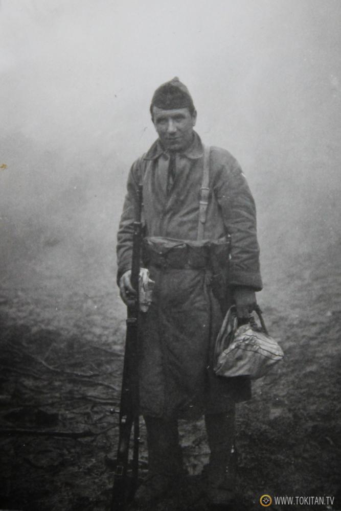 Foto inédita:  El soldado desconocido del batallón Kirikiño, en el frente de los Intxortas de la Guerra Civil.