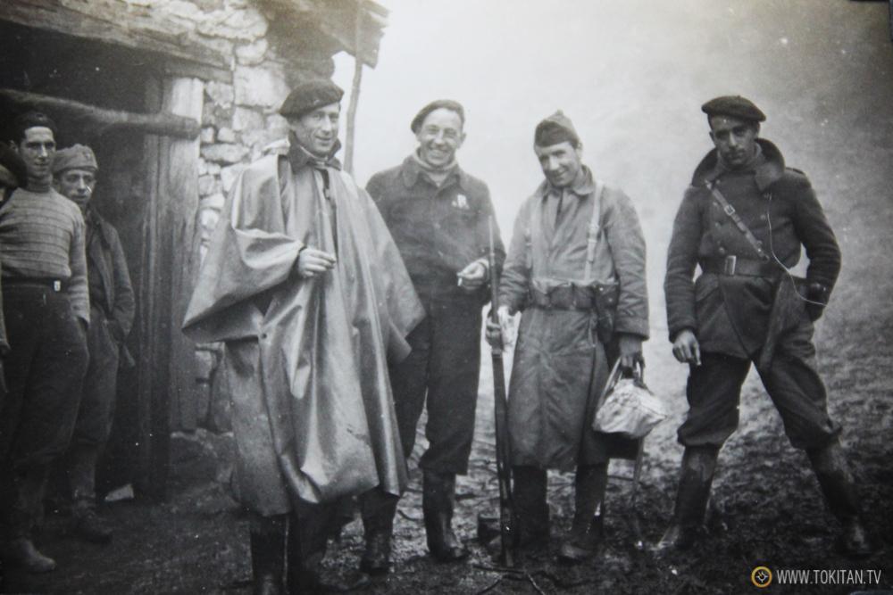 Foto inédita:  Frente a la Cuadra del caserío Sagasta de Bergara