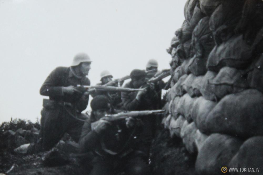 Foto inédita:  Gudaris del Batallón Kirikiño posando en las trincheras.