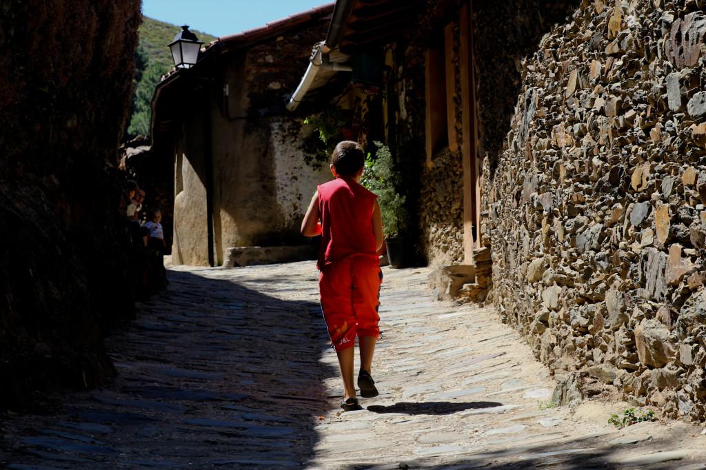 De paseo por Robledillo de Gata.