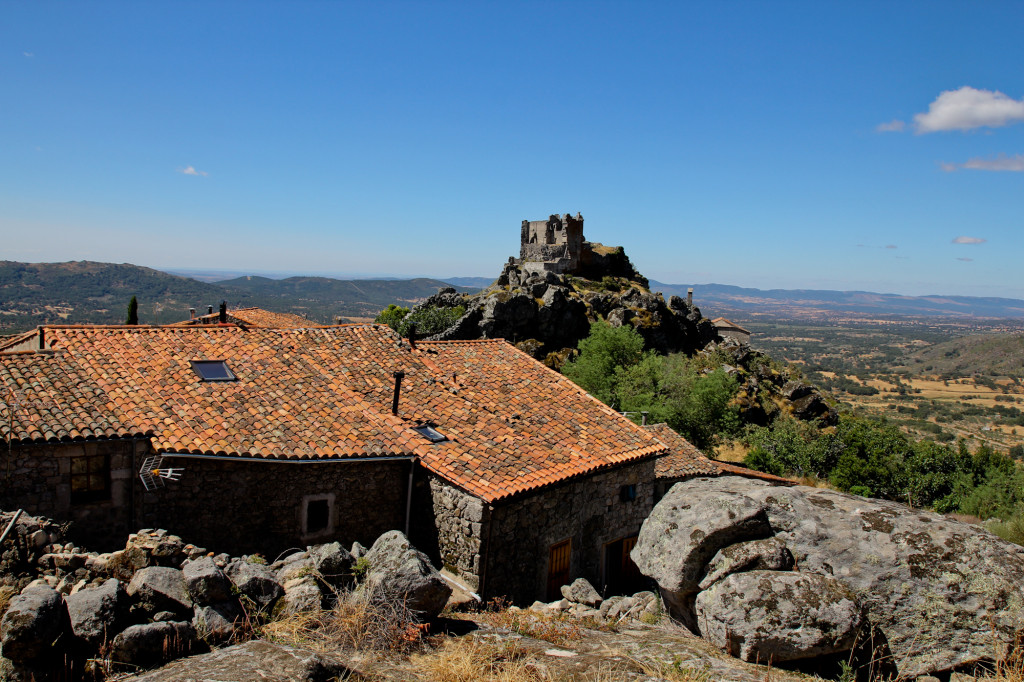 El origen del Castillo de Trevejo se remonta a antes del siglo XII.