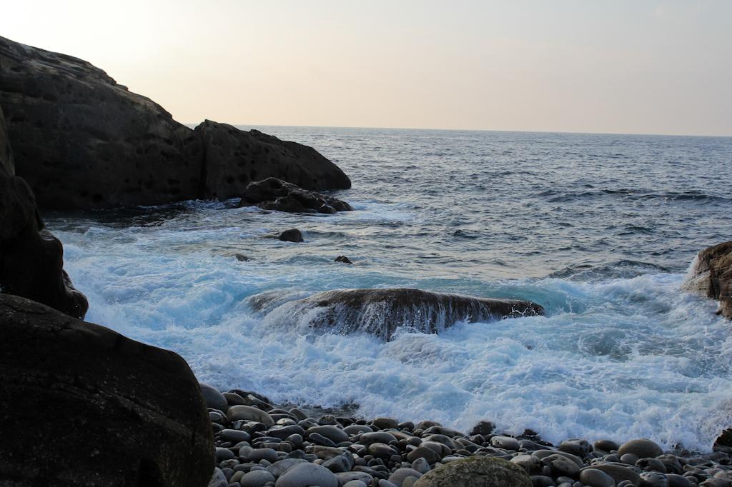 La roca de tximistarri, cuya siueta recuerda a la de una ballena varada.