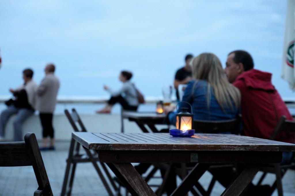 Junto al faro existe un bar-cafetería con unas magnificas vistas.