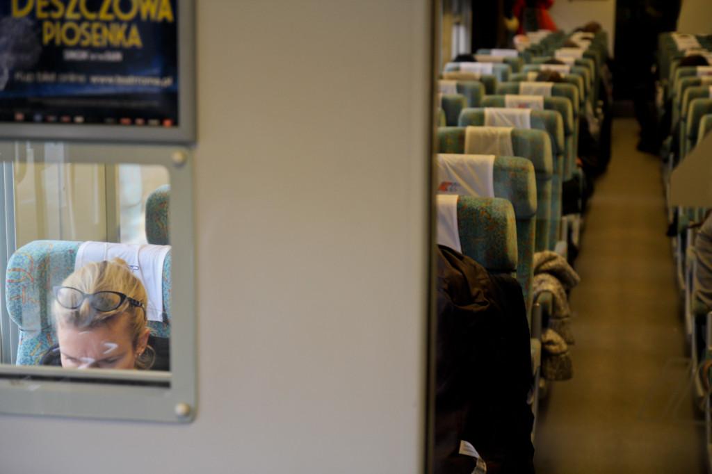 Los trenes de la red ferroviaria polaca ofrecen una amplia variedad de clases. La foto correponde a la