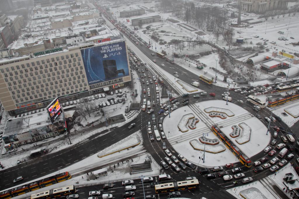 Nada más llegar a Varsovia cayo una intensa nevada que colapsó la ciudad.