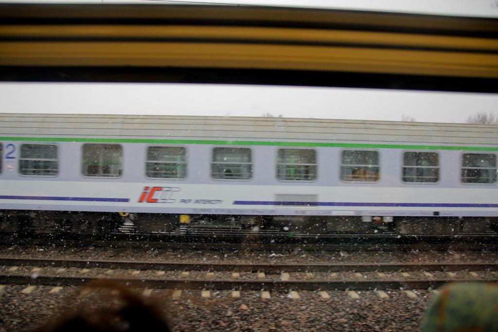 Momento en el que nos cruzamos con otro tren de la compañía polaka PKP.