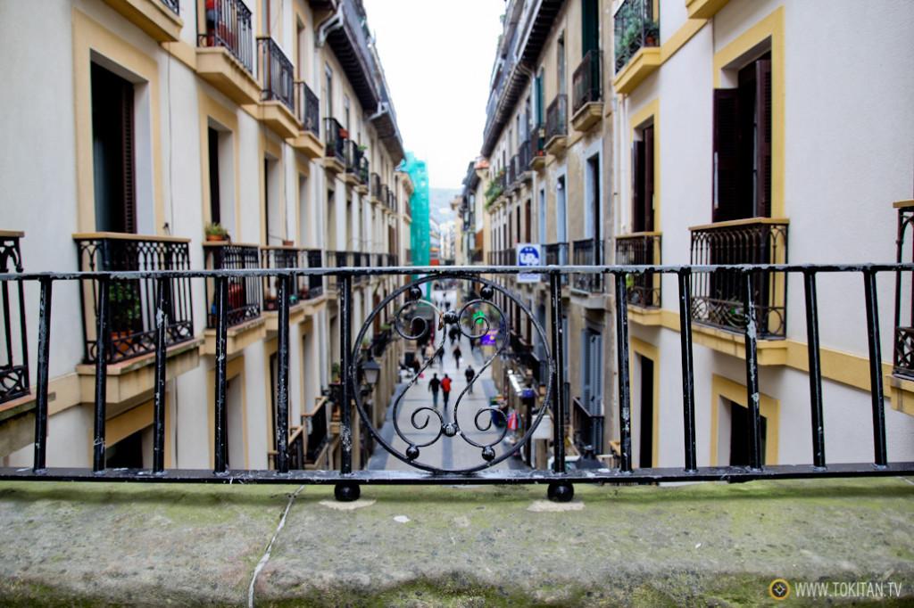 rincones_donostia_puente_calle_campanario_parte_vieja_arriba_calle_puerto_sansebastian_turismo