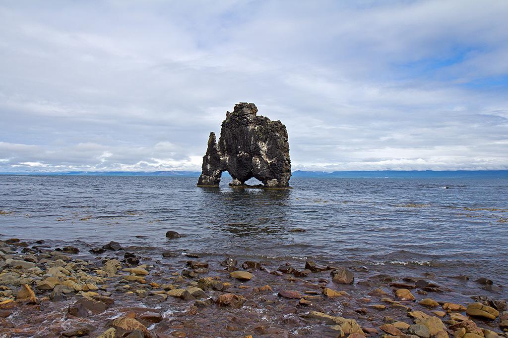 La roca de Hvítserkur, con forma de dinosaurio o rinoceronte