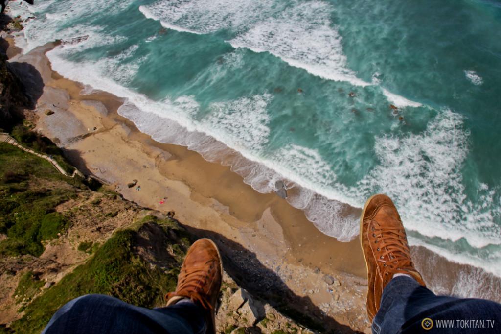 La playa de Peñarrubia a mis pies fotografiada desde el parapente.