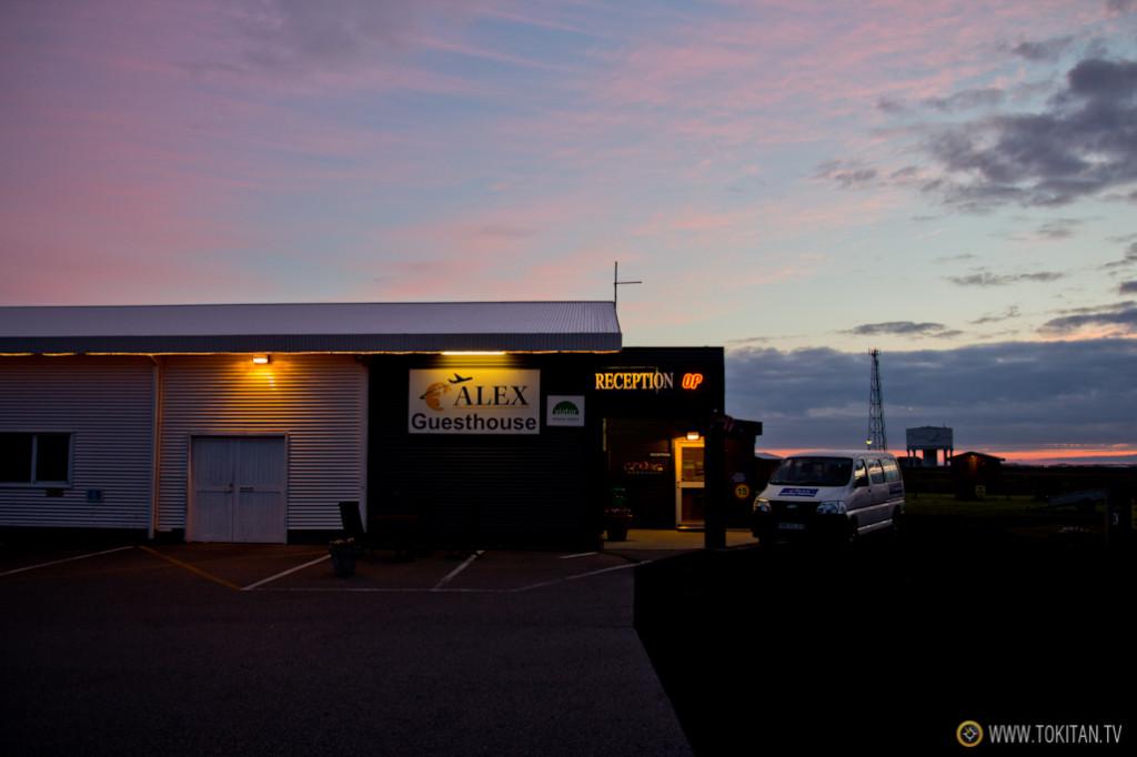 La primera noche la pasamos en el Alex Guest House muy cerca del Aeropuerto de Keflavik. Sencillo, cómodo y funcional.