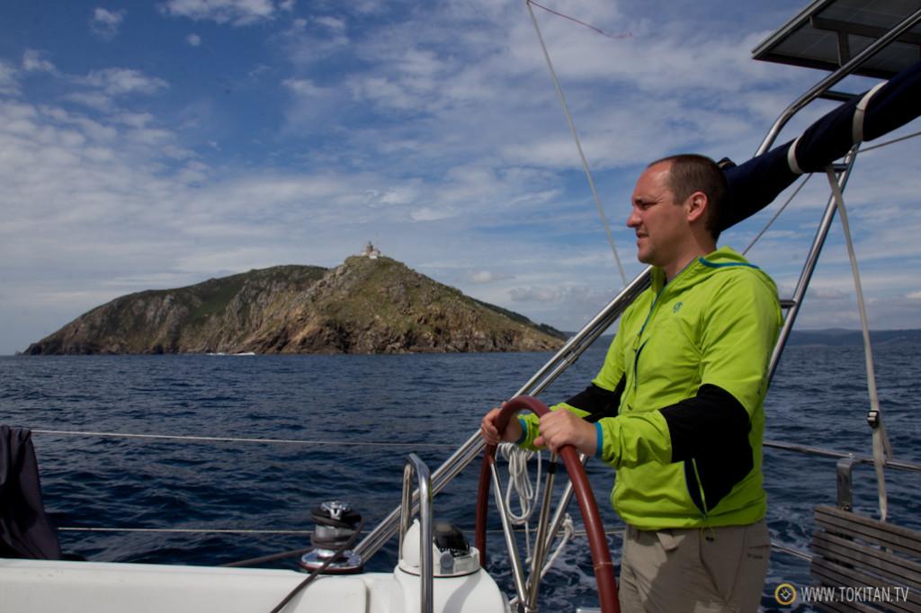 Al contrario de lo previsto, cruzar el Cabo Finisterre no fue uno de los principales hitos del viaje. El principal acontecimiento fue atracar en Muxía.