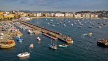 Imagen del puerto de Donostia durante la pleamar con amreas vivas.