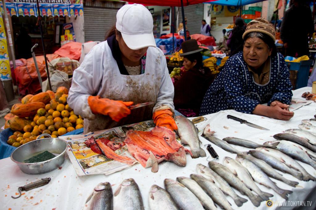 La trucha, creo que asalmonada, es uno de los pescados que más se comercializan en el mercado de La Paz.