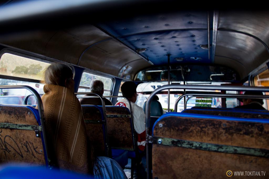 transporte_publico_la_paz_bolivia_como_moverse_micro_autobus_dentro