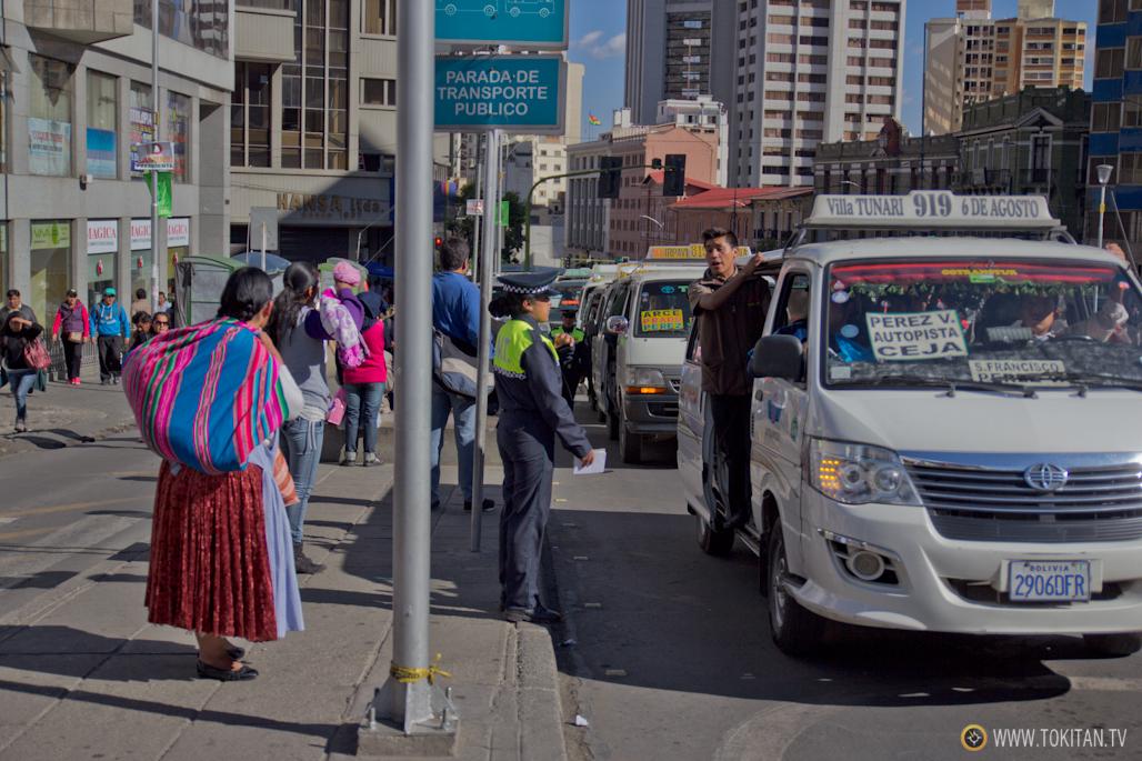 C 243 Mo Moverse En Transporte P 250 Blico En La Paz Bolivia