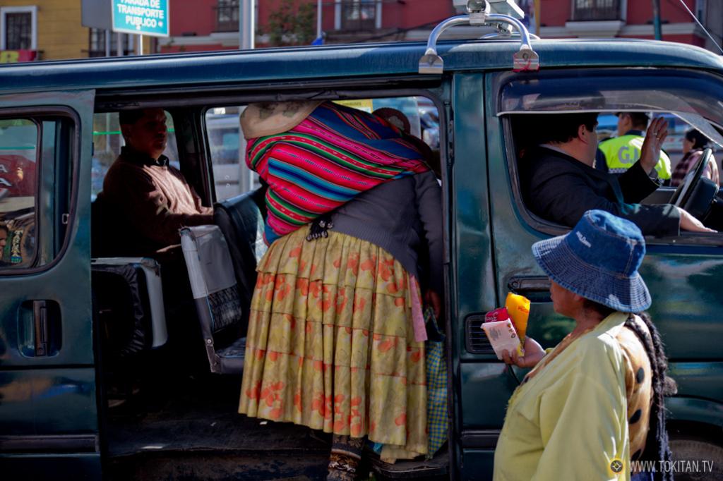 transporte_publico_la_paz_bolivia_como_moverse_mini_minibus_furgoneta_aeropuerto