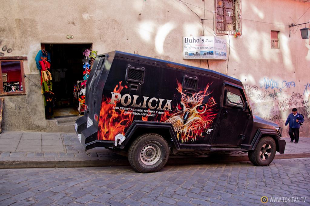 transporte_publico_la_paz_bolivia_como_moverse_vehiculo_policial