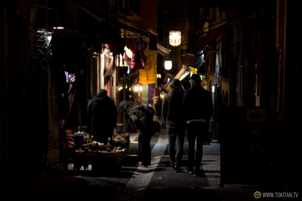 Algunas calles del Albaicín huelen a cuero, pues están repletas de tiendas de artesanía.