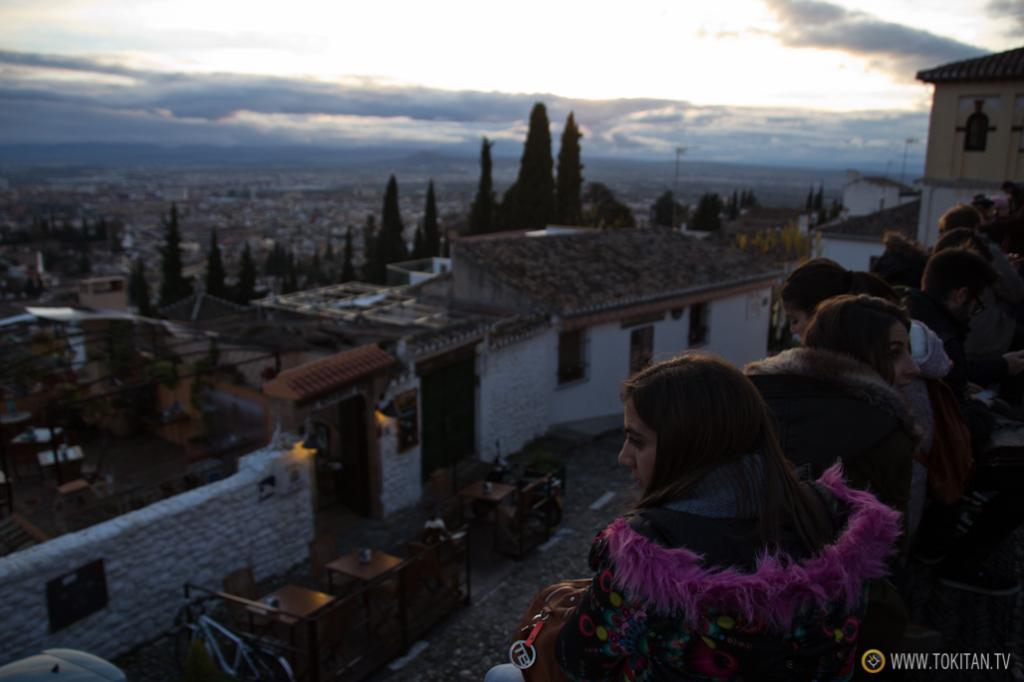 El mirador es sin duda uno de los mejores lugares para observar la Alhambra al atardecer.
