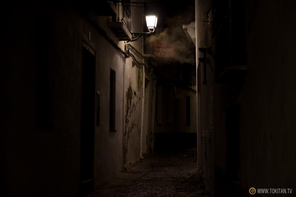 De noche, las callejuelas de el Albaicín cobran más encanto si cabe.