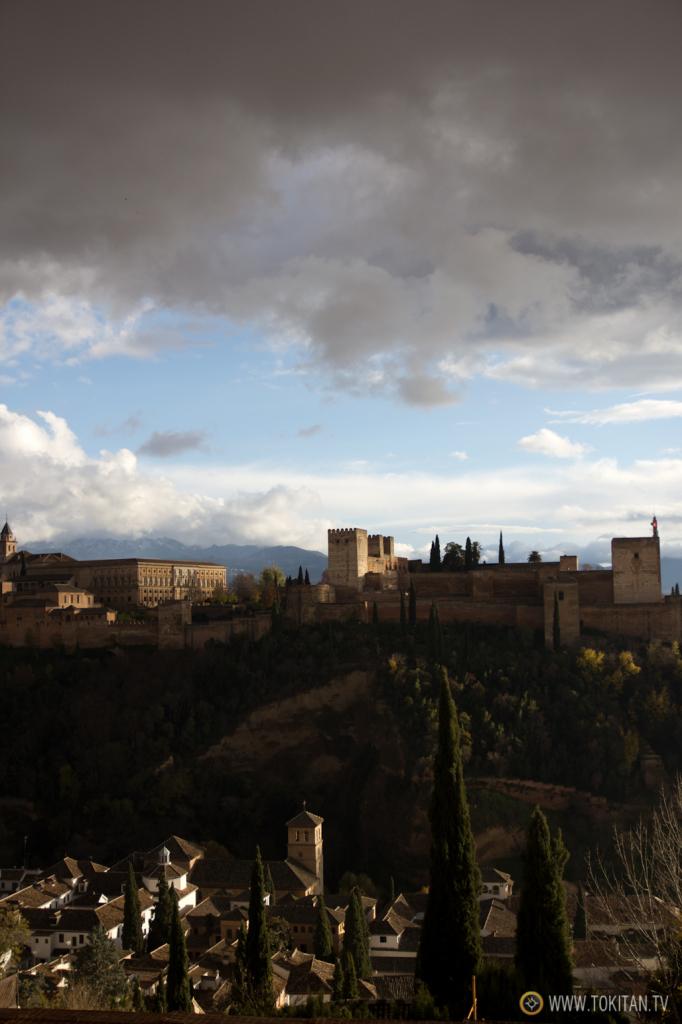 El día lluvioso terminó en un atardecer espectacular que permitió disfrutar de la Alhambra como se merece.
