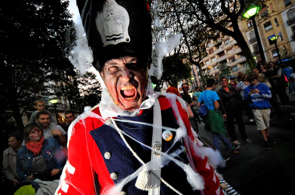 danborrada_san_sebastian_tamborrada_donostia_marcha_iztueta_zombie