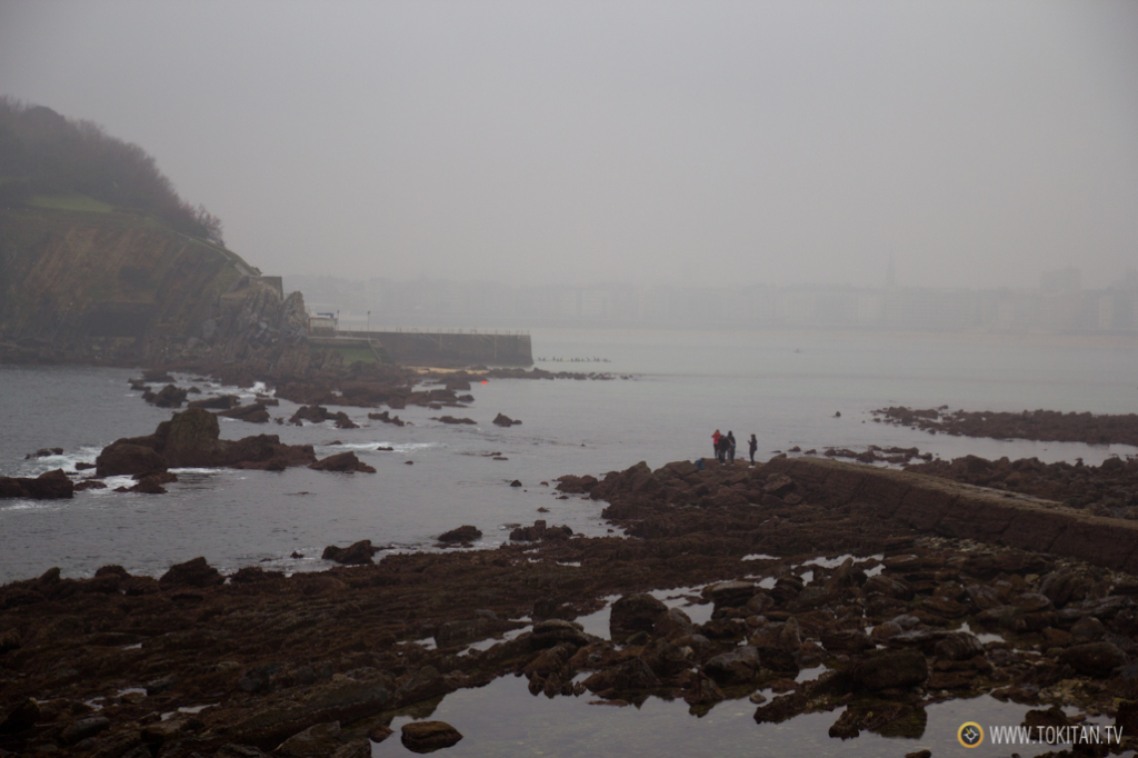 Es posible que se pueda llegar a la Isla de Santa Clara desde la playa de Ondarreta andando. Pero no sin mojarse.