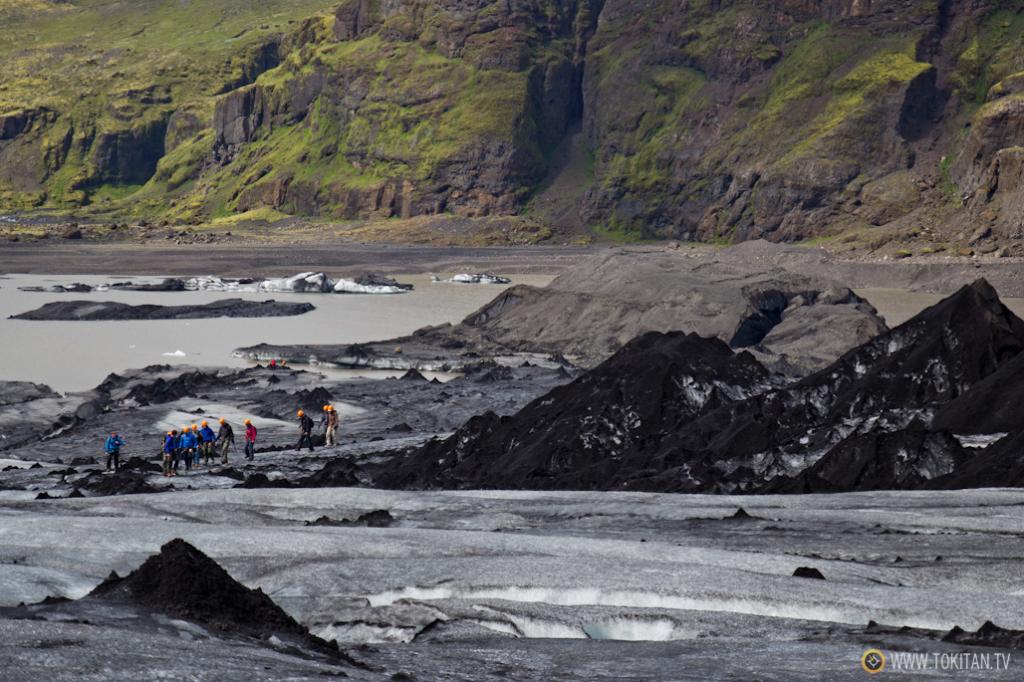 Numerosas empresas ofrecen la posibilidad de hacer trekking guiado sobre glaciares.
