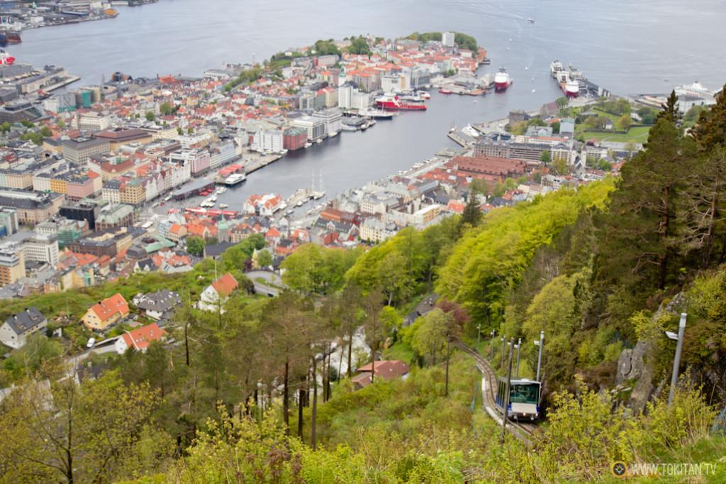 Vistas de Bergen desde el mirador de Fløyen. En primer término el fnicular Fløibanen.