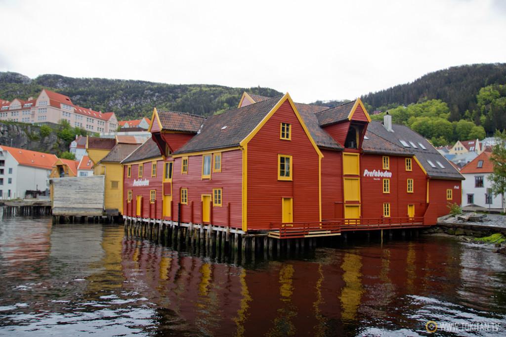 Casas tradicionales sobre el mar en la zona de Skuteviken.