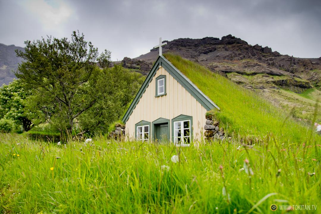Iglesias y casas con tejado de turba en islandia - Casas en islandia ...