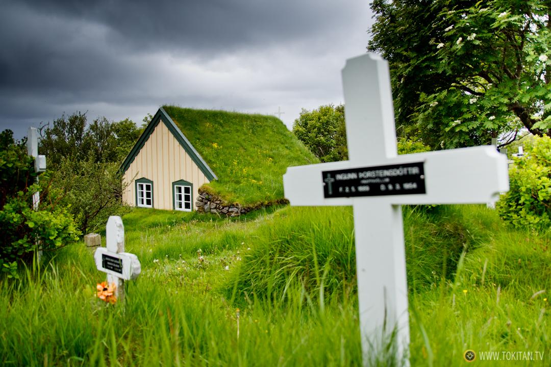 La iglesia de Hofskirkja, la última en Islandia construida con el método tradicional.