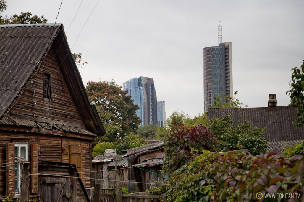 que_ver_hacer_vilnius_barrio_casas_madera_snipiskes_ Šnipiškės_lituania_rascacielo