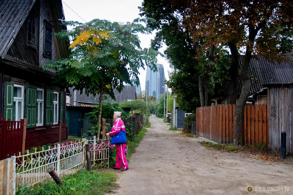 Los rascacielos del nuevo centro de Vilna asoman sobre la calle Silutes.