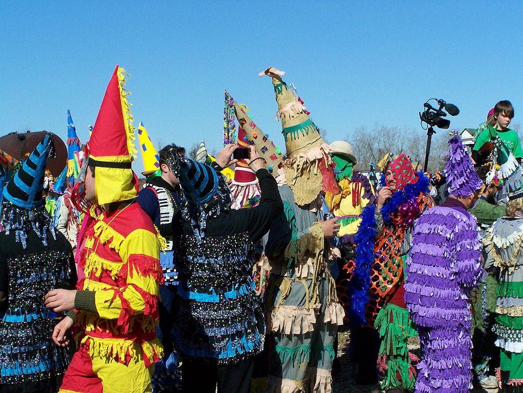 Imagenes del Courir de mardi Gras enSavoy, Acadia (Louisiana). Foto: https://commons.wikimedia.org/wiki/File:Faquetaigue_Courir_de_Mardi_Gras_2013_HRoe_01.jpg