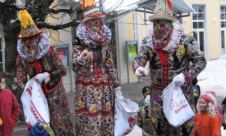 El carnaval tradicional Ausserland. El más conocido es el de Bad Aussee. http://www.tyrol.com/