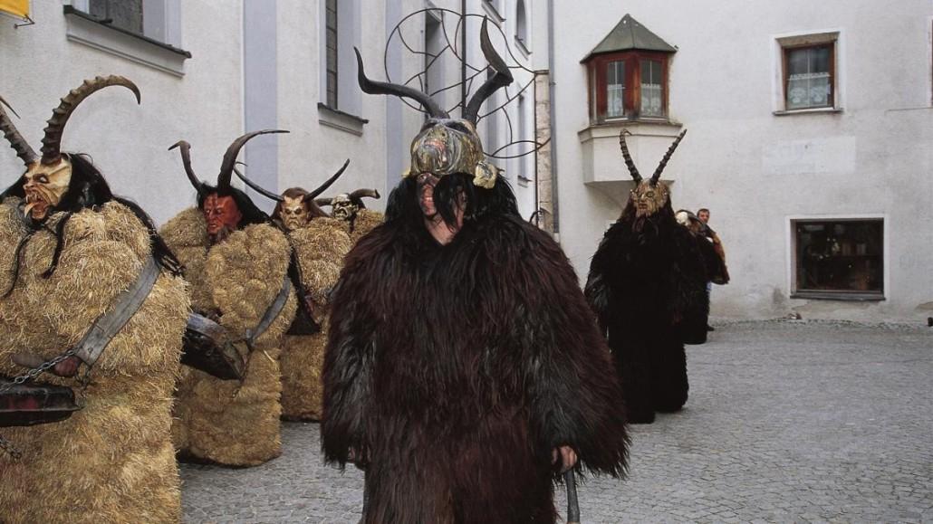 Uno de los personajes del carnaval tradicional de Salzburgo, el Perchten. http://www.tyrol.com/