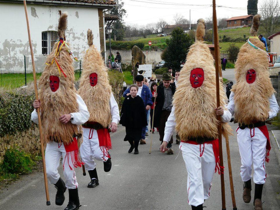 Los sidros, uno de los personajes más peculiares del carnaval rural asturiano. http://sidroscomedies.es/