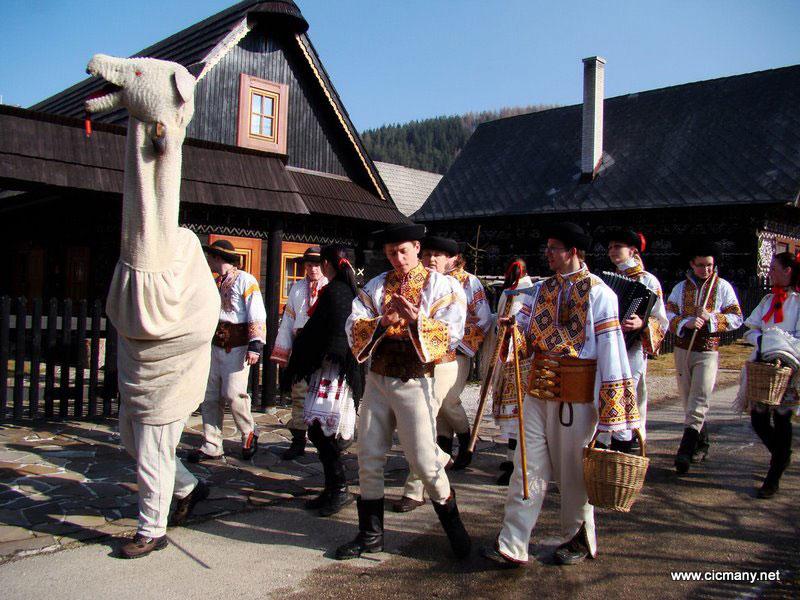 Carnevale rurale Čičmany Slovacchia. BY Cicmany www.cicmany.net