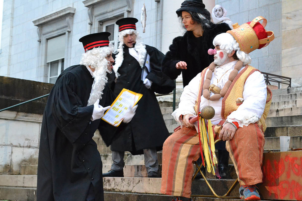 Juiocio a Sent Pançard en Pau, donde finaliza el carnaval tradicional bearnés. cc-by Aure Séguier https://www.flickr.com/photos/paraulasenoc/
