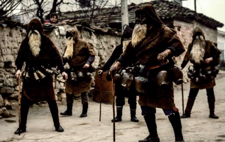 Los barbudos Dzolomari o dzolomari de begnishte, el carnaval rural macedonio. Foto: Goce Delchev University