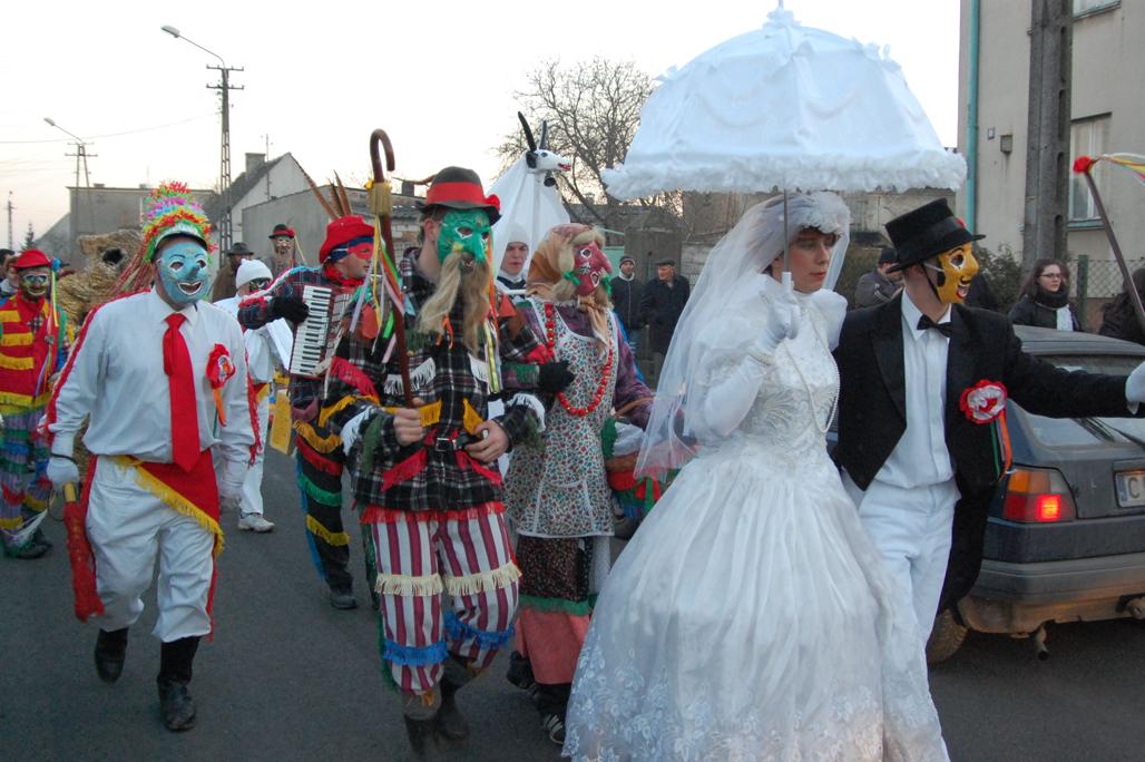 Comparsa del carnaval tradicional de Symborze en Polonia. Foto Etnomuseo de Varsovia.