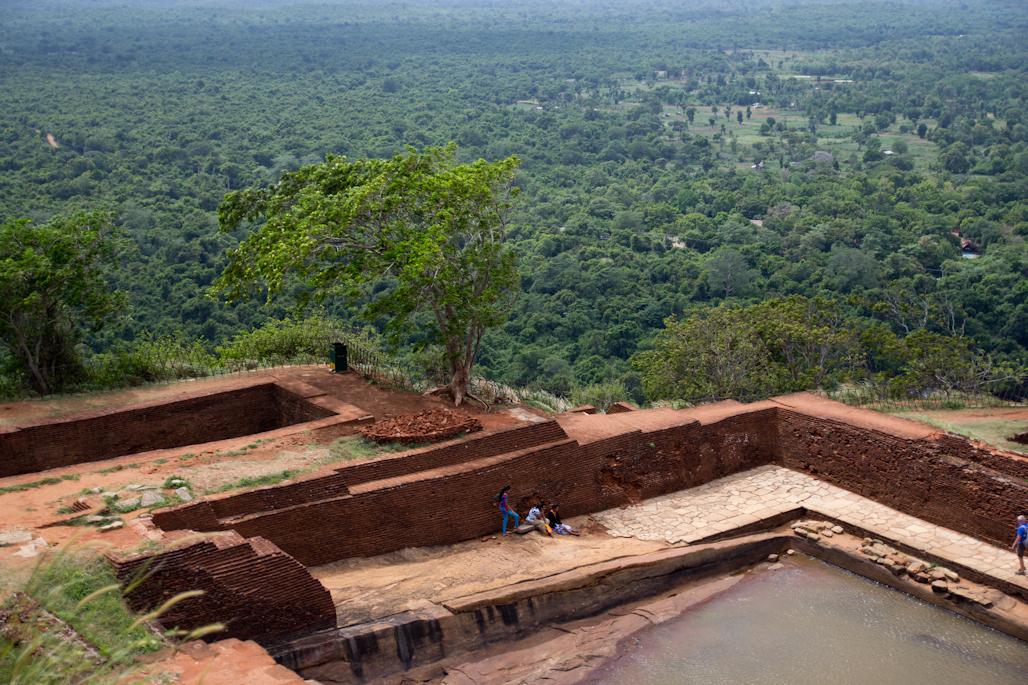 fortaleza-palacio-sigiriya-sri-lanka-arqueologia-roca-leon-volcan-piscinas