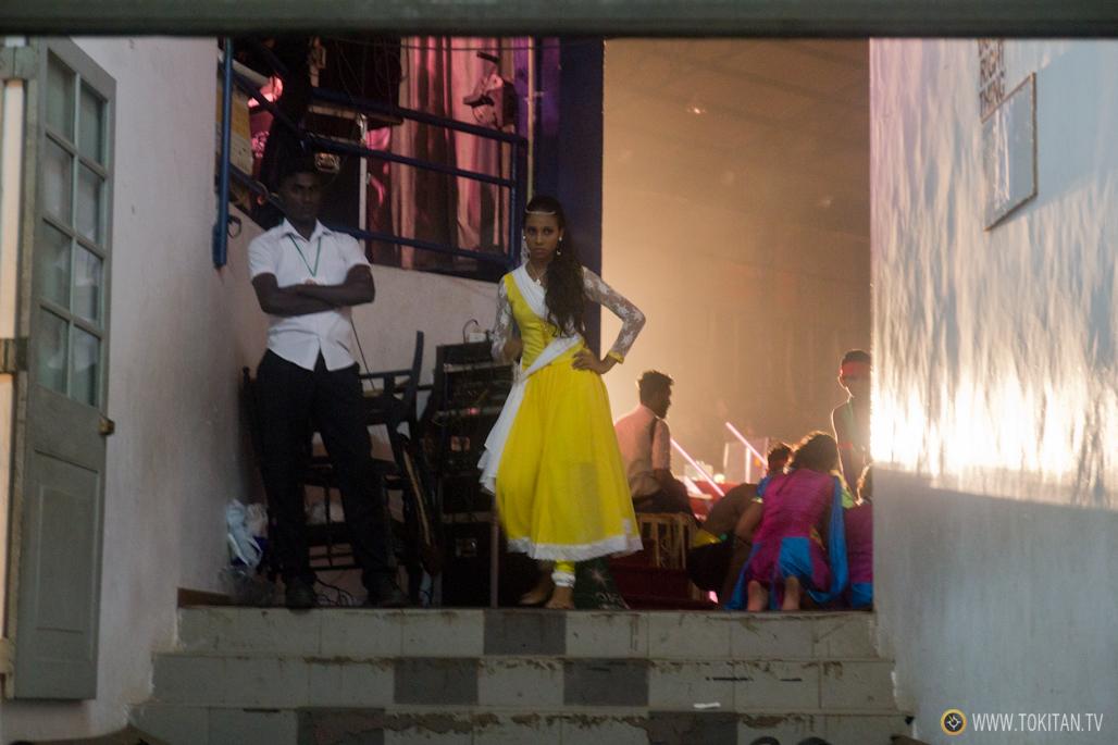 salir-fiesta-sri-lanka-colombo-danza-teatro-drama-bares-dia-poya-festividad-baile-grupo