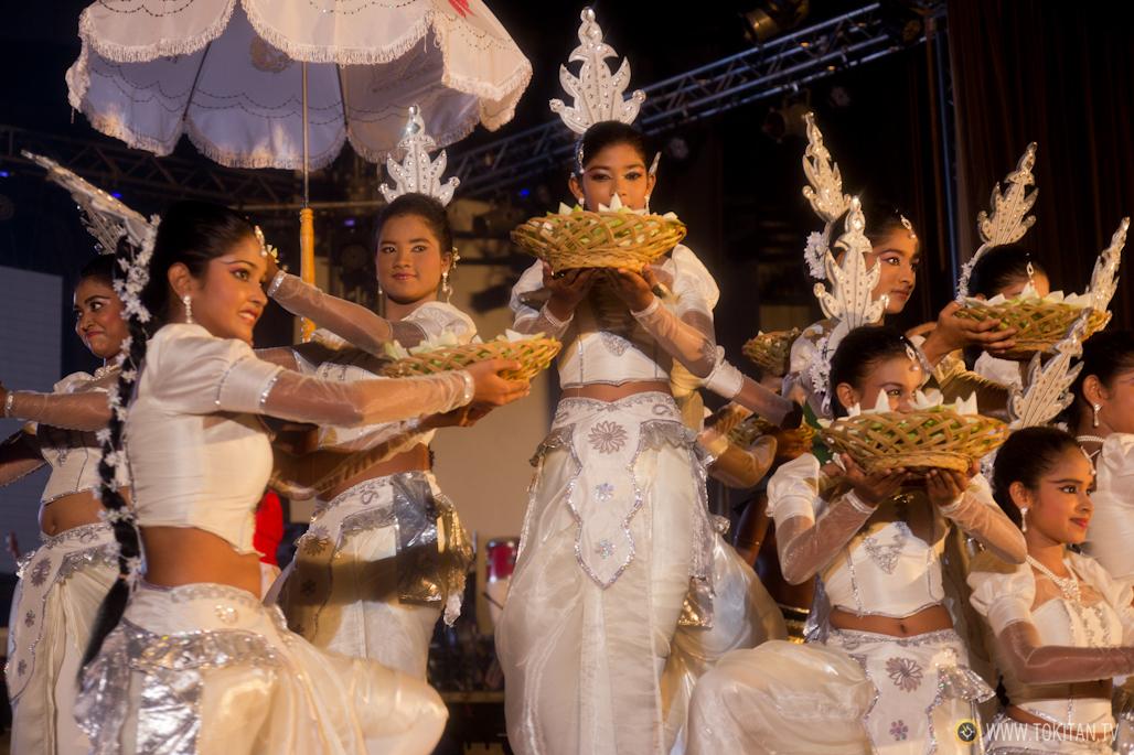 salir-fiesta-sri-lanka-colombo-danza-teatro-drama-bares-dia-poya-festividad_grupo