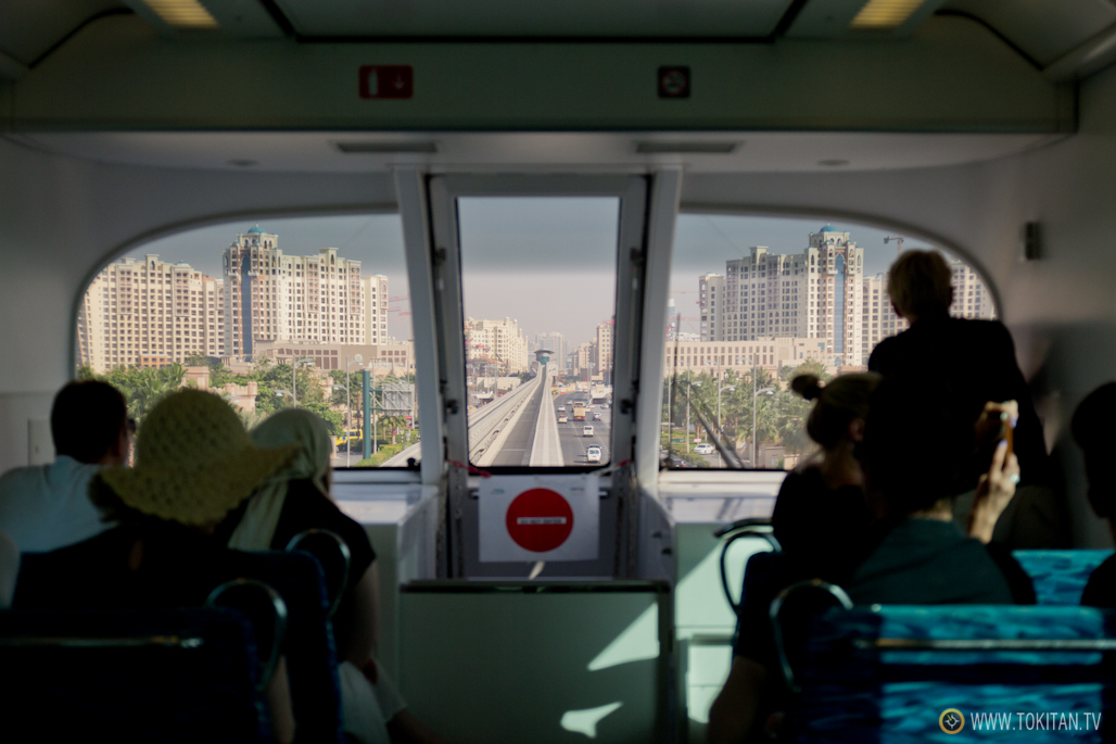 Imagen del interior del monoraíl que va a Palm Jumeirah.