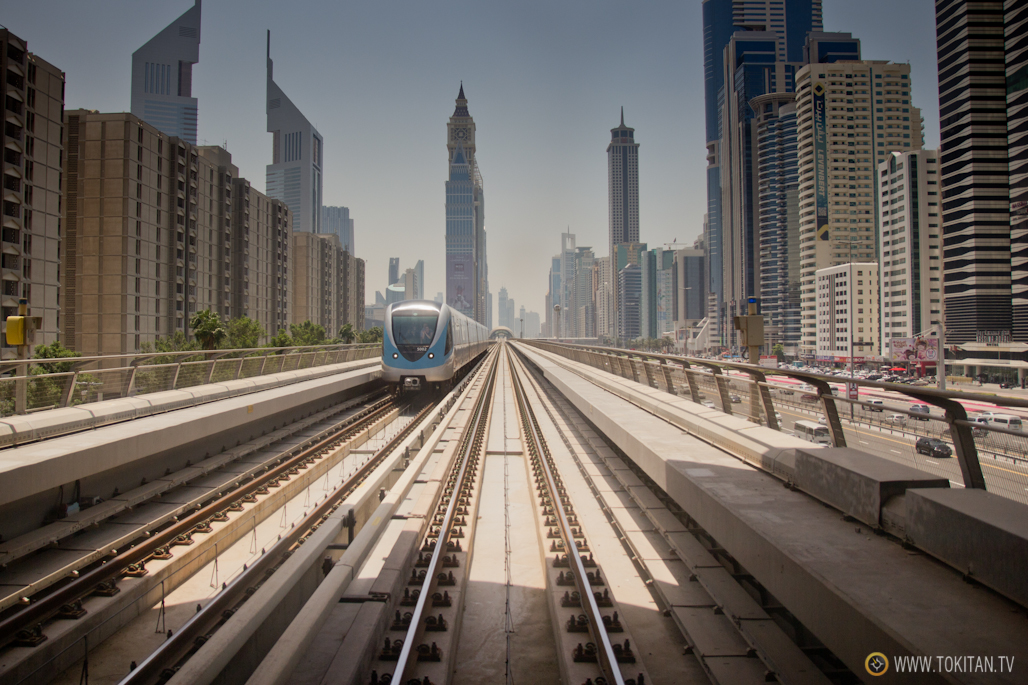 Vistas desde el vagón Gold del metro de Dubai.