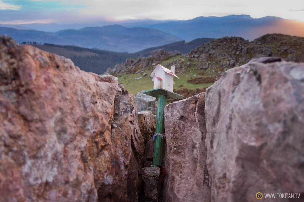 fenomenos-meteorologicos-montan%cc%83a-monte-cima-partida-rayo-roca