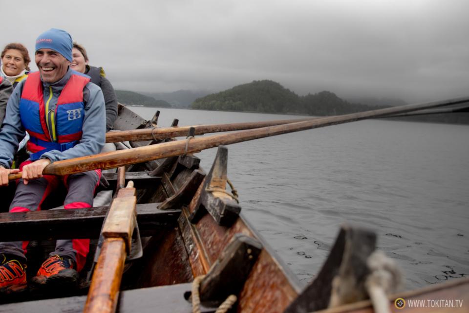 que-hacer-noruega-remo-barco-tradicional-vikingos-halsabrura-geitbat-halsa-valsoyfjorden-valsoya-kyrkjebat-capitan-remero
