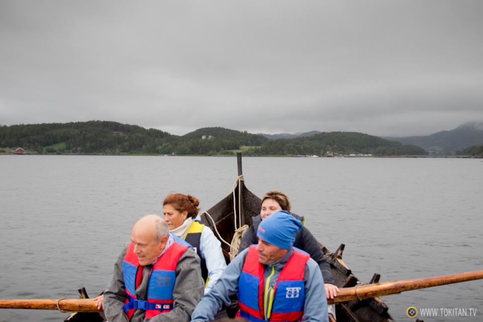 que-hacer-noruega-remo-barco-tradicional-vikingos-halsabrura-geitbat-halsa-valsoyfjorden-valsoya-kyrkjebat-tripulacion